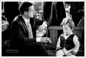 Enfants pendant la cérémonie religieuse du mariage