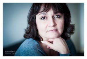 Portrait de femme en studio à Paris