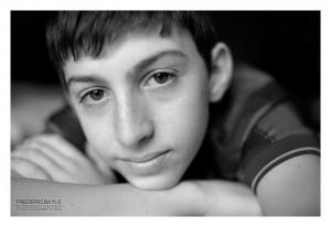Portrait en gros plan d'un jeune garçon