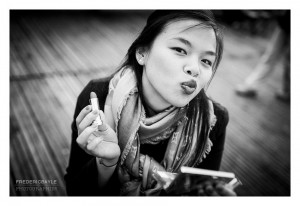 Portrait de jeune femme au rouge à lèvres