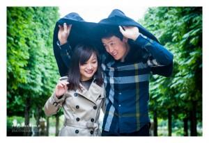 Couple sous la pluie au Jardin des Tuileries