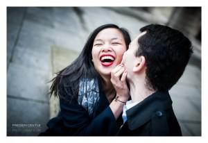 Love session dans la Cour Carrée du Louvres à Paris