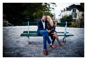 Couple sur un banc derrière le Sacré Coeur