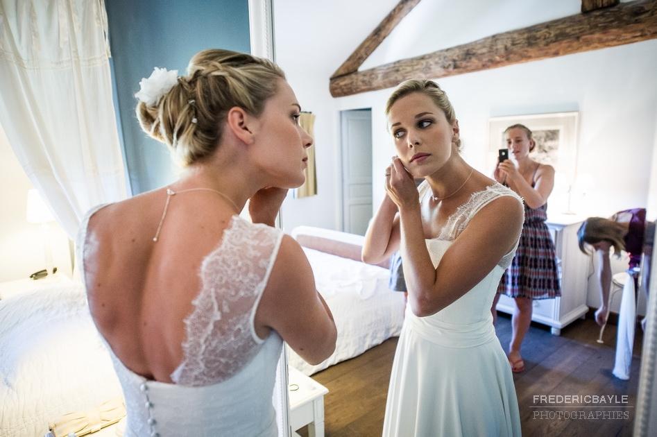 La mariée avec sa robe de mariage