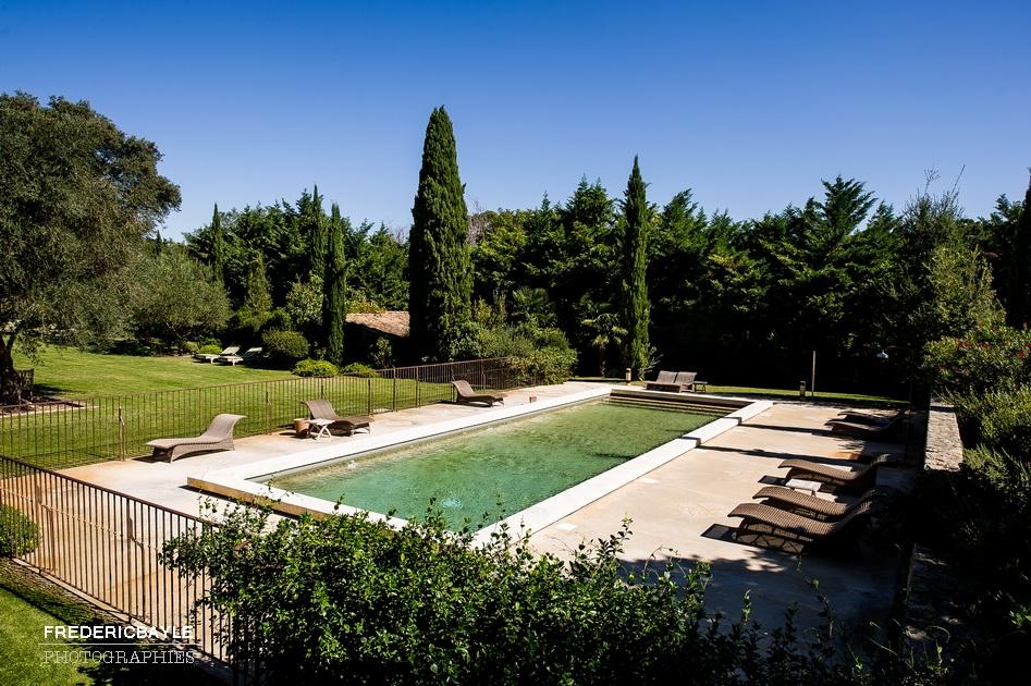 photos de la piscine du Château La Tour Vaucros