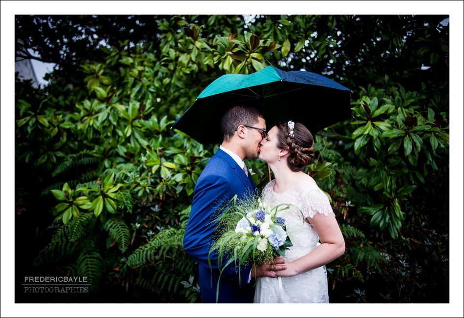 Photos de couple sous un parapluie