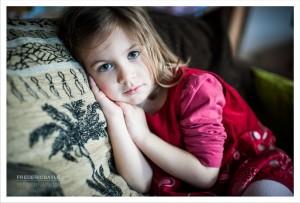 Portrait de jeune fille à la robe rouge