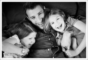 Photos de famille : le papa avec ses deux filles
