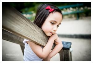photos mélancolique de jeune fille en extérieur