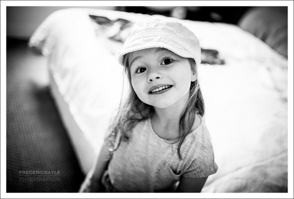 portrait d'une jeune fille lors d'une séance photos de famille