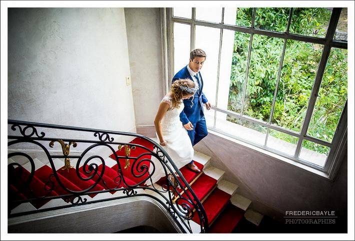 La mariée se refait une beauté avant la séance de couple