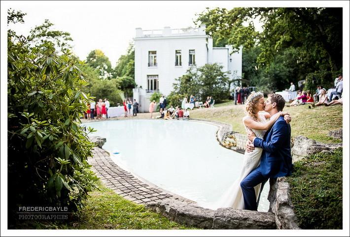 Les mariés répètent leur danse d'ouverture de bal