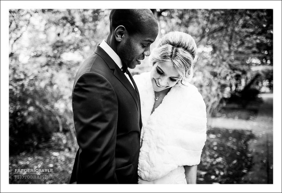Les mariés se découvrent l'un l'autre