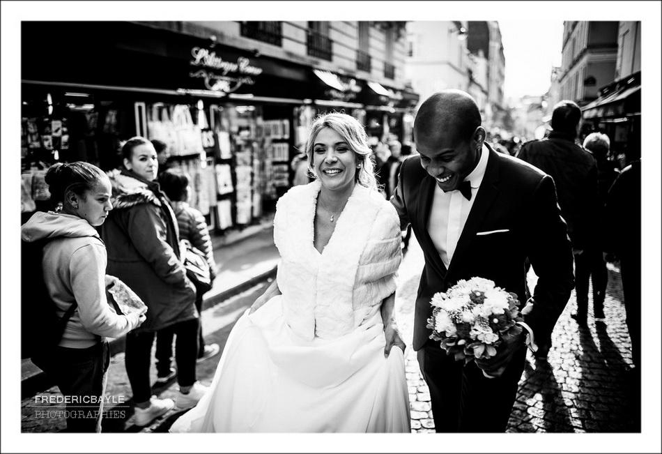 Arrivée des deux mariés au pied du Sacré Coeur à Montmartre