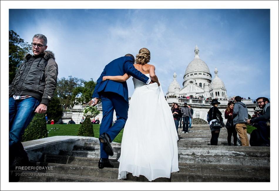 Les mariés se dirigent vers le Sacré Coeur