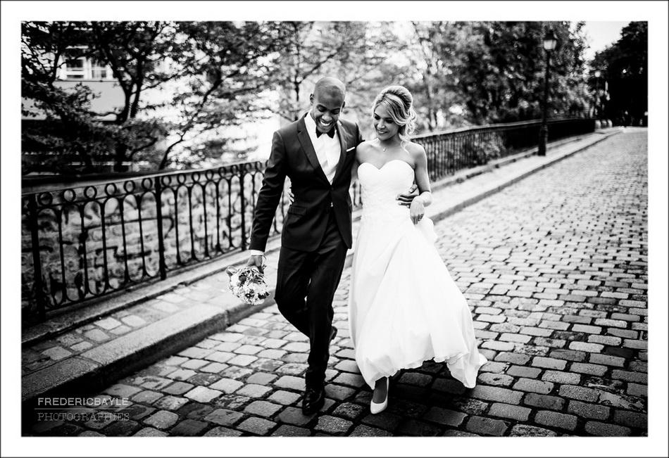 Baiser romantique à Paris Montmartre