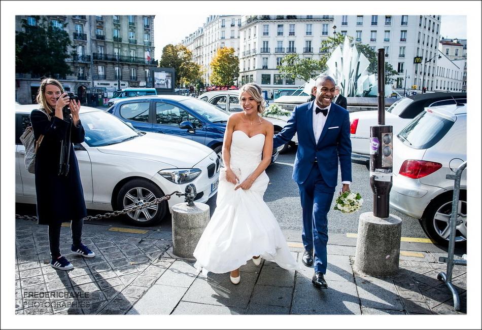 Arrivée des mariés à la mairie du 20ème à Paris