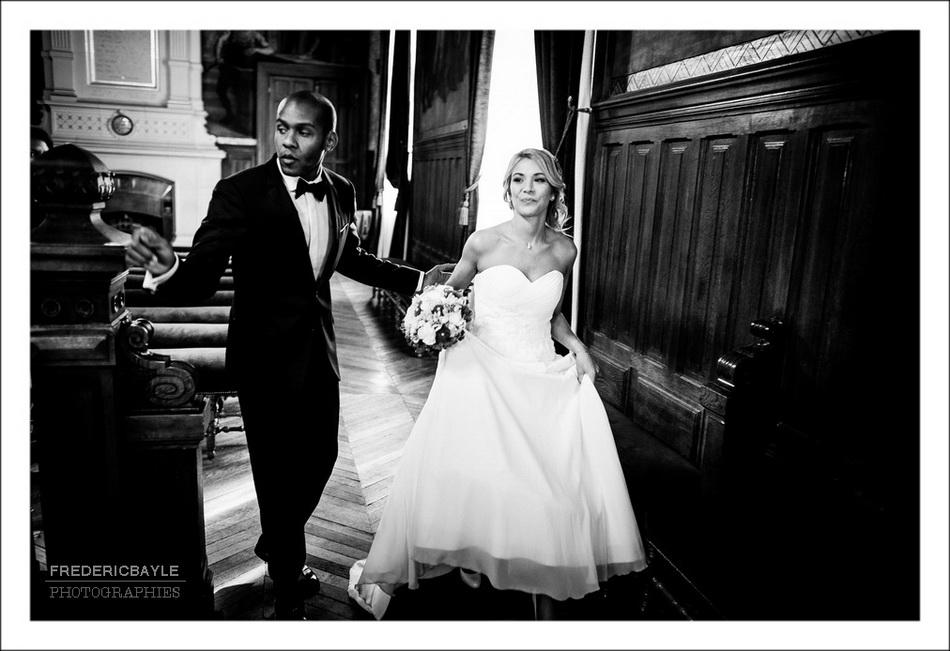 Les mariés s'installent pour la cérémonie civile