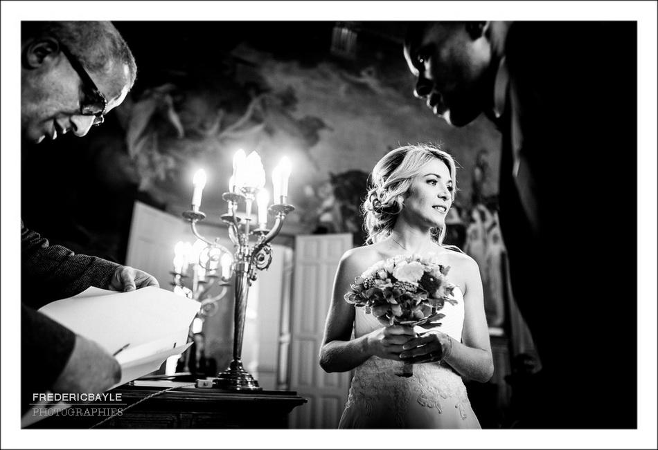 Beau plan sur la mariée pensive