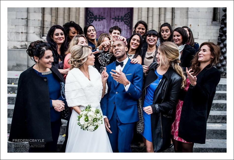 Photos de mariage devant l'église