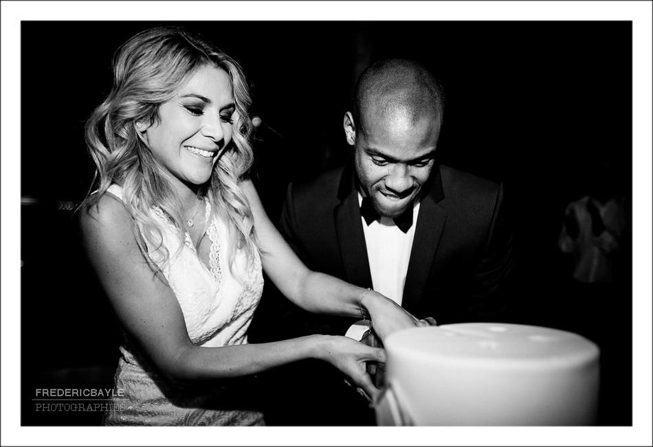 Présentation du wedding cake et découpe du gateau de mariage