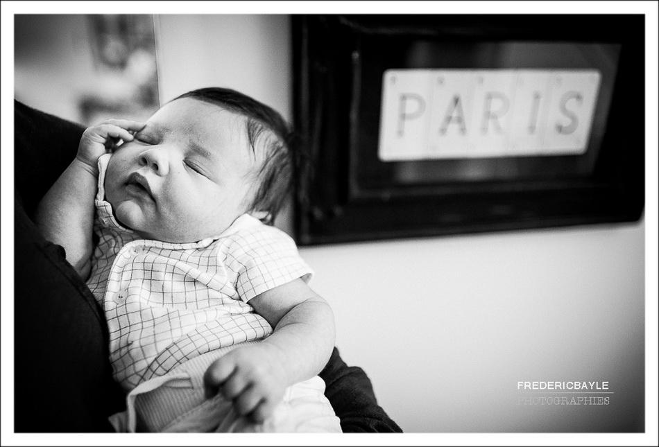 gros plan sur bébé avec son papa