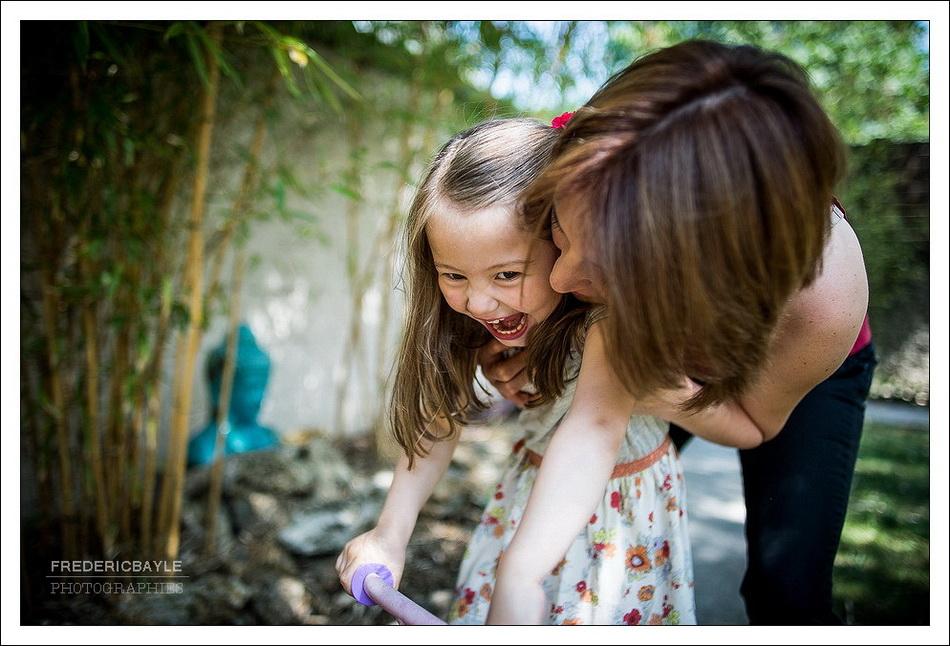 photos d'une petite fille avec sa maman