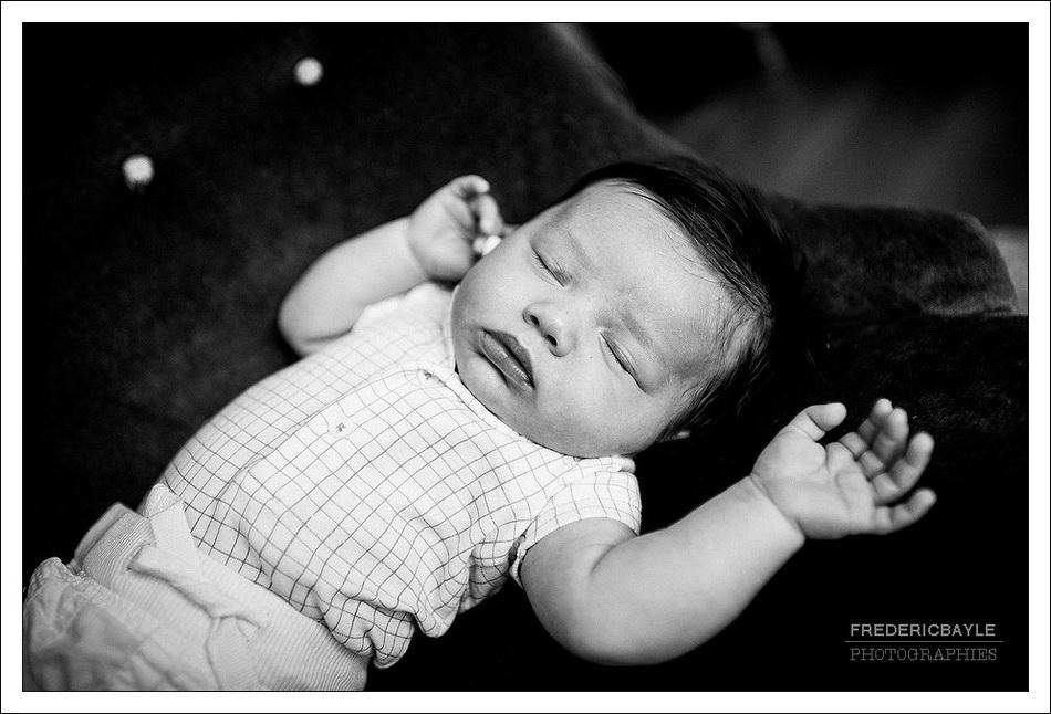photo en gros plan de bébé en sieste