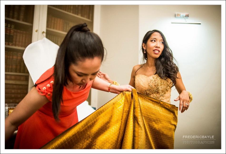 Habillage de la mariée en tenue cambodgienne de mariage