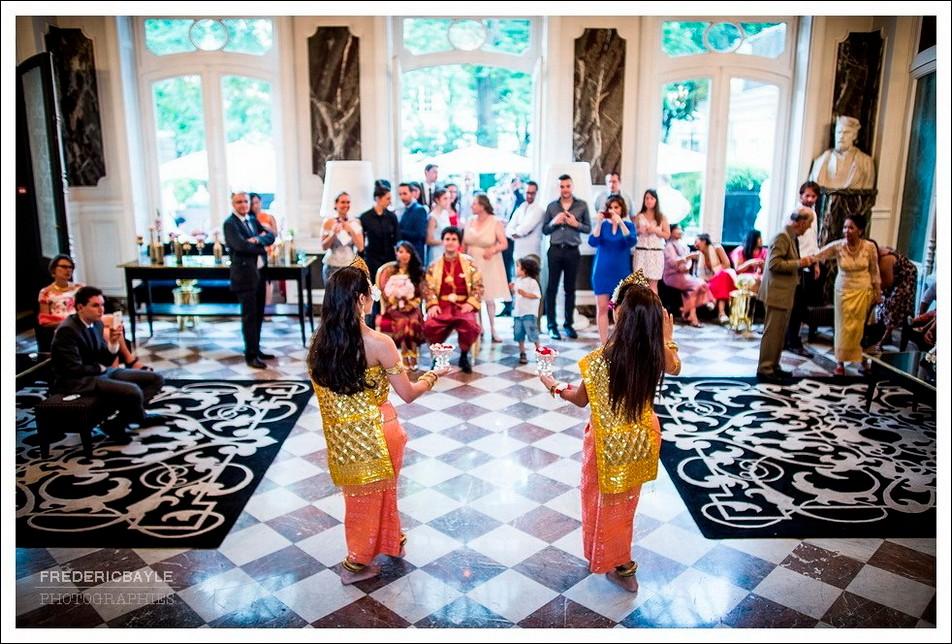 Début du vin d'honneur et danse traditionnelle
