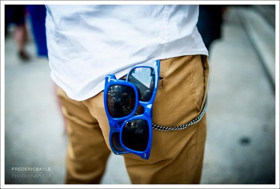 Gros plan sur les lunettes de couleur