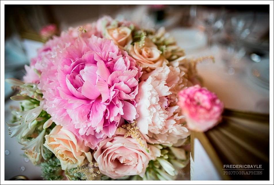 Gros plan sur le bouquet du mariage