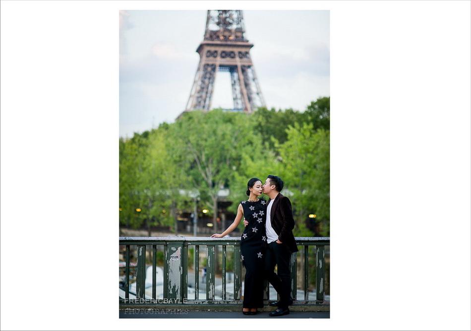 photos de couple avec vue sur la Tour Eiffel