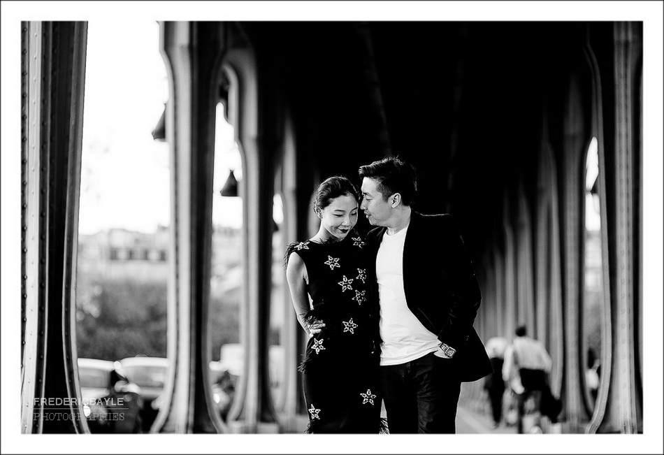 photos de couple sous le Pont de Bir-Hakeim