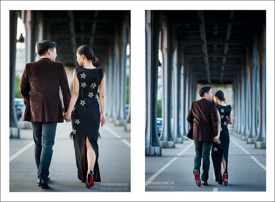 couple de mariés de dos sous le Pont de Bir-Hakeim à Paris