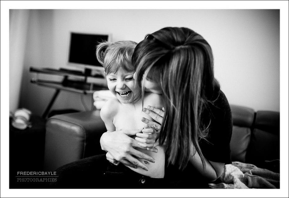 maman avec sa fille en train de jouer