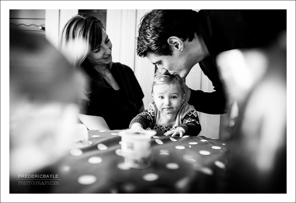 scène de jeu en famille