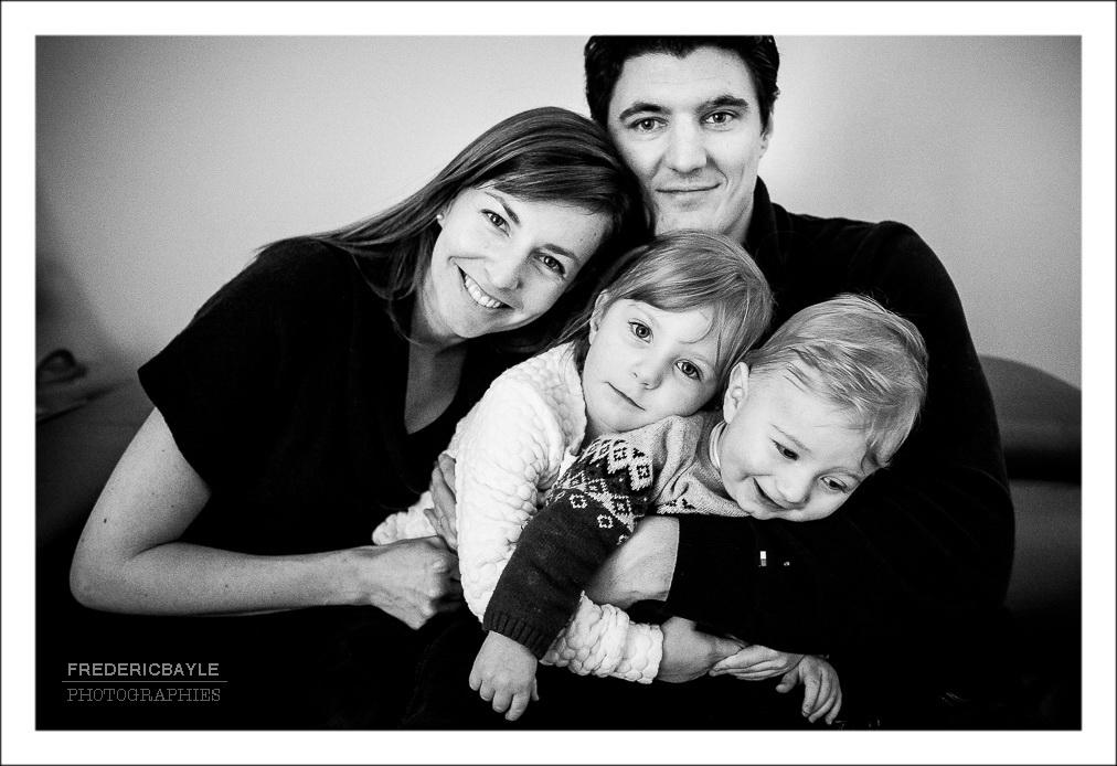 toute la famille pose pour la photo