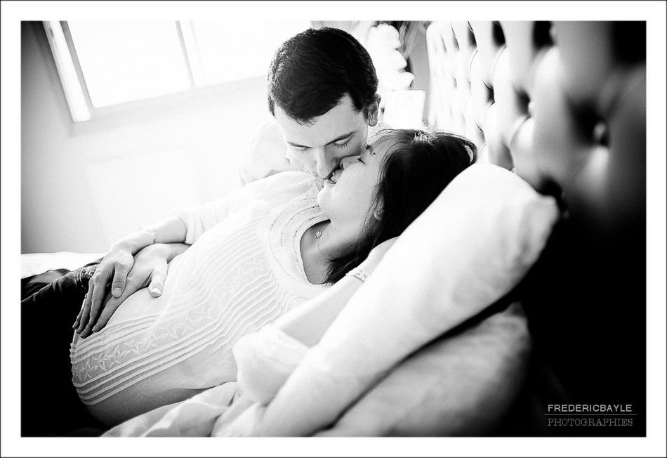 moments de tendresse entre les parents pendant la grossesse