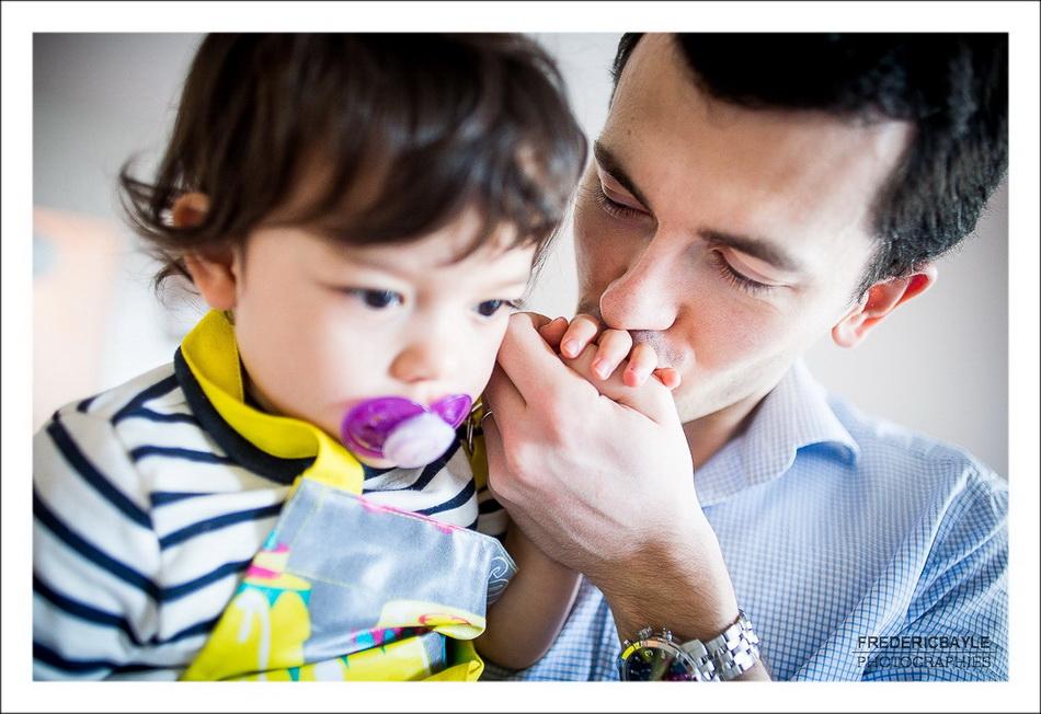 papa et son enfant qui s'est blessée