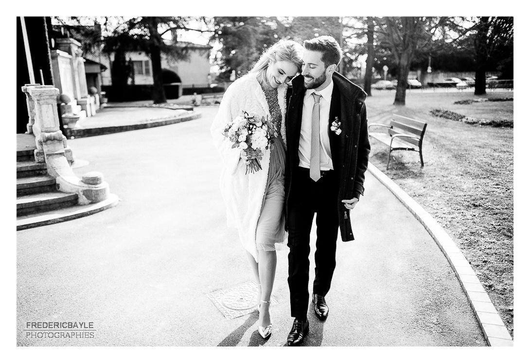 mariage à Lyon, sortie de la mairie des mariés