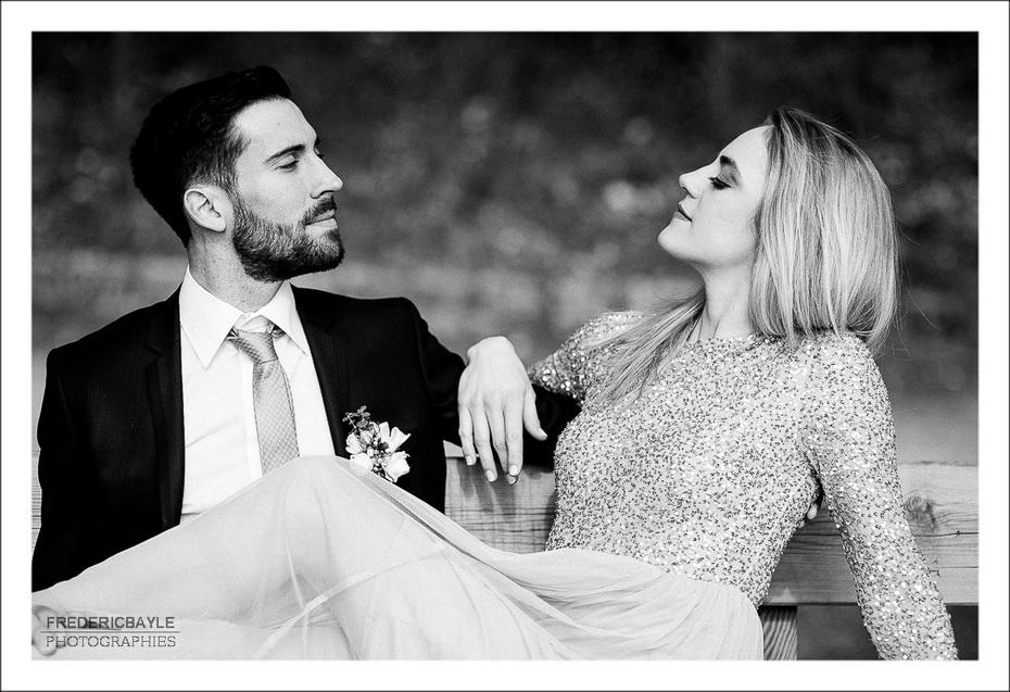 photo de couple durant la love session des mariés