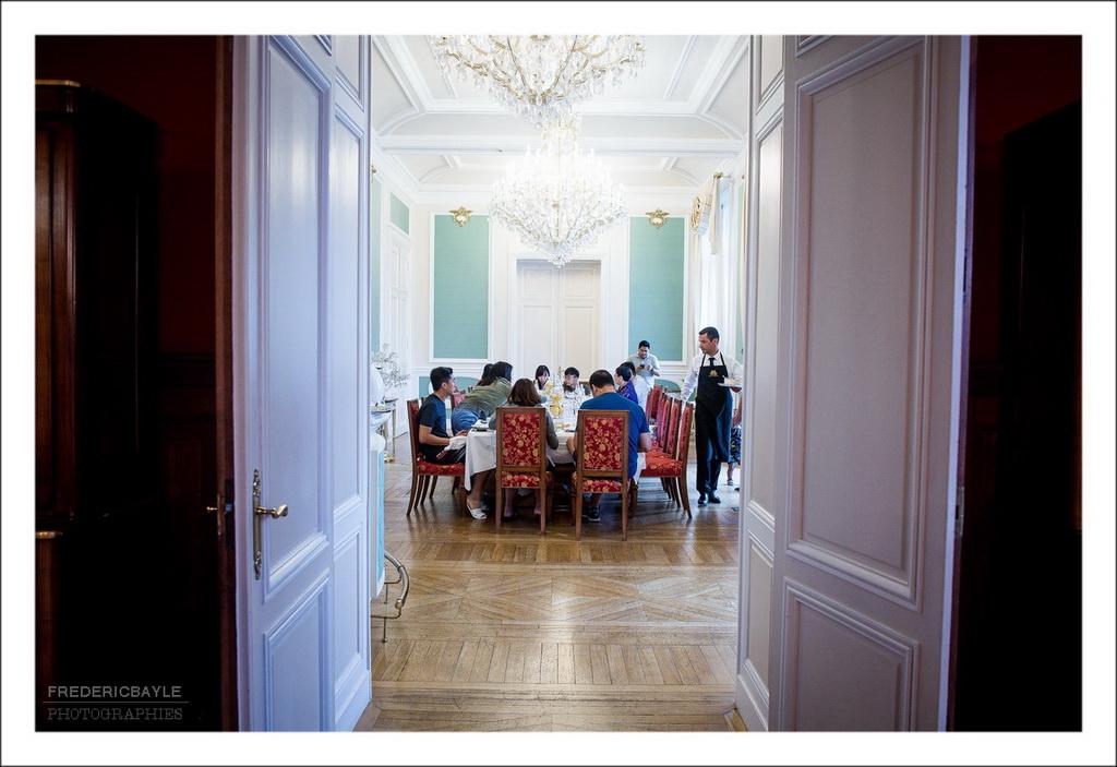 petit déjeuner des invités du mariage dans le grand salon du château de Bouffémont