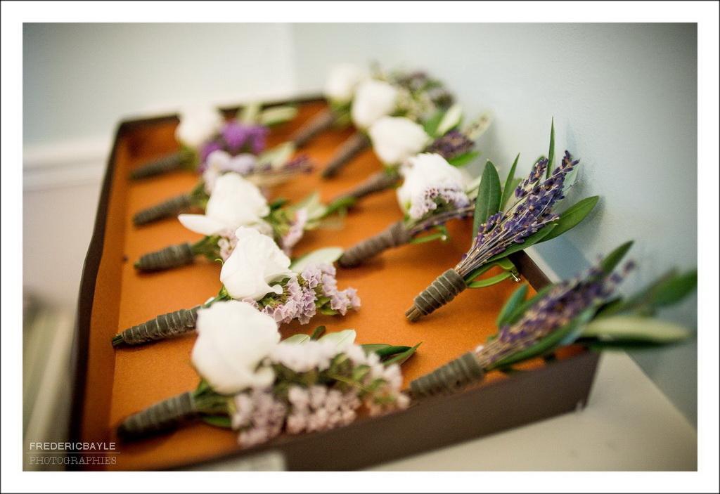 Fleurs du mariage et boutonnière des témoins