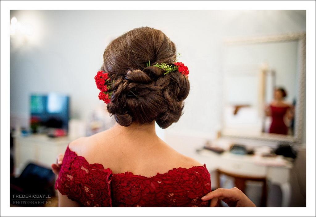 gros plan de la coiffure de la mariée