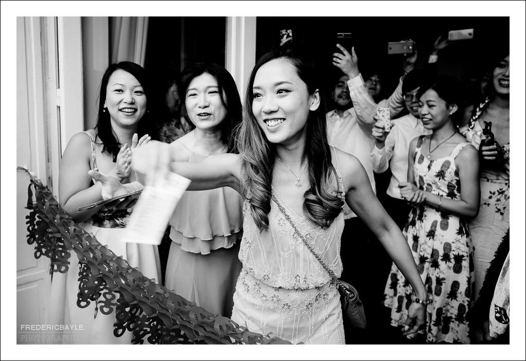 scène de jeu lors de la cérémonie de mariage chinois
