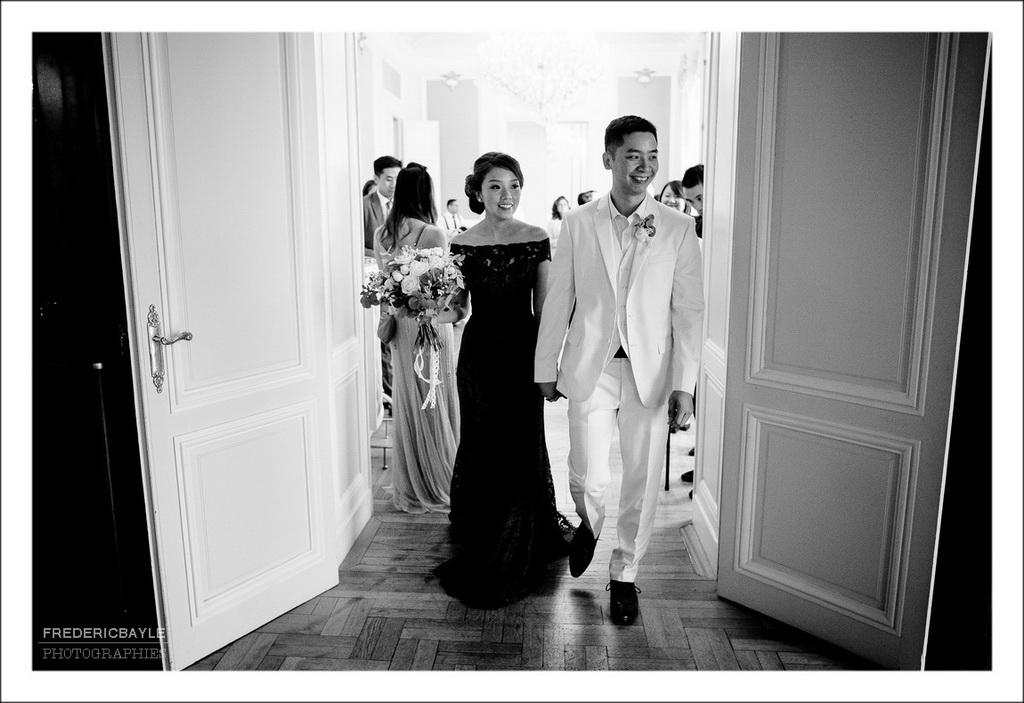 les mariés arrivent pour la cérémonie traditionnelle du thé