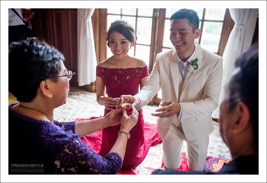 scène de la cérémonie du thé lors d'un mariage chinois