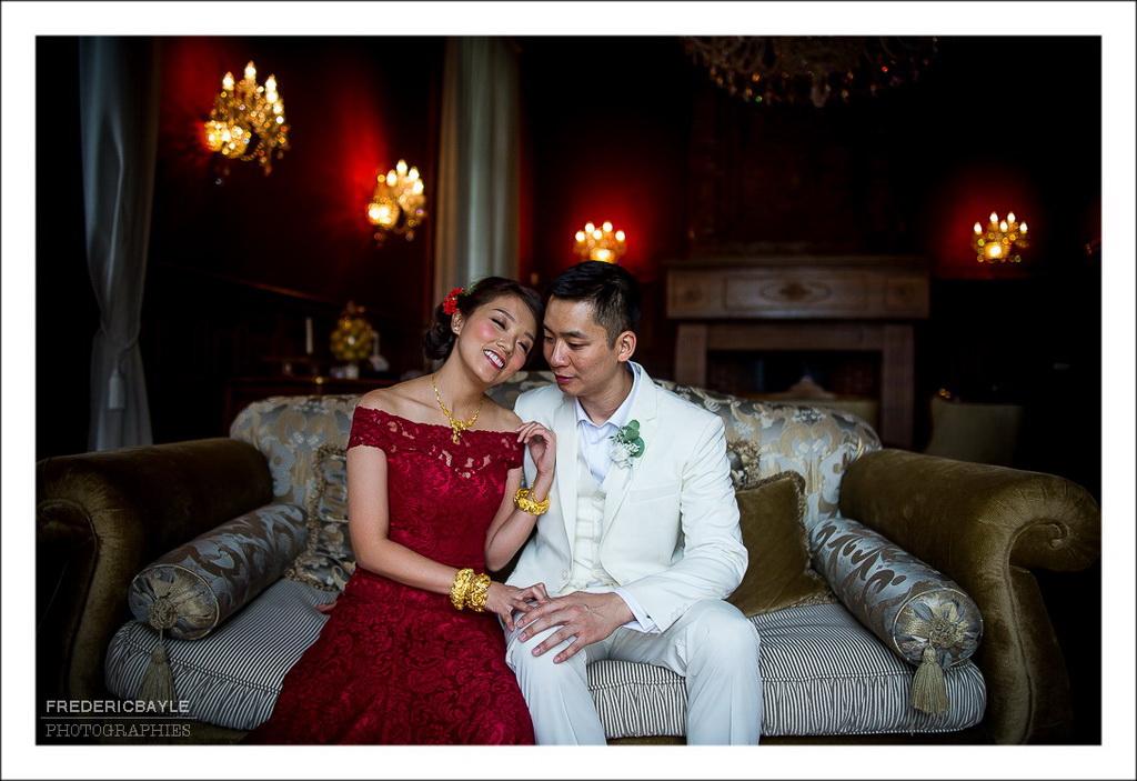 belle photos en couleurs des mariés après la cérémonie