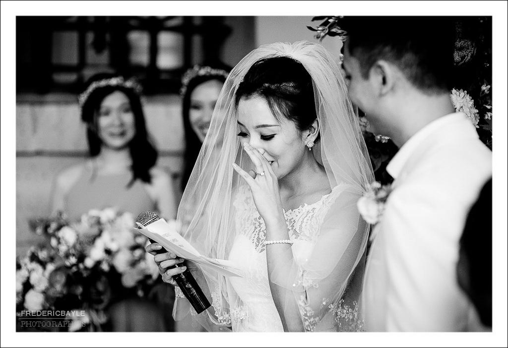 scène d'émotion entre les deux mariés